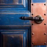 Амбарные двери в интерьере стиля лофт