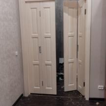 Дверь-книжка из массива с фрамугой