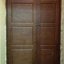 Входная утепленная дверь во дворце культуры