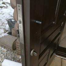 Врезка замка Гардиан в утепленную дверь