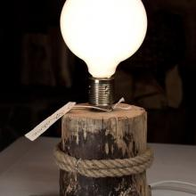 Лампа настольная / массив дерева
